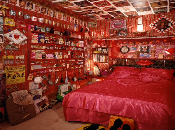 Laura Kikauka, Red Room Love Den (Funny Farm), 2006