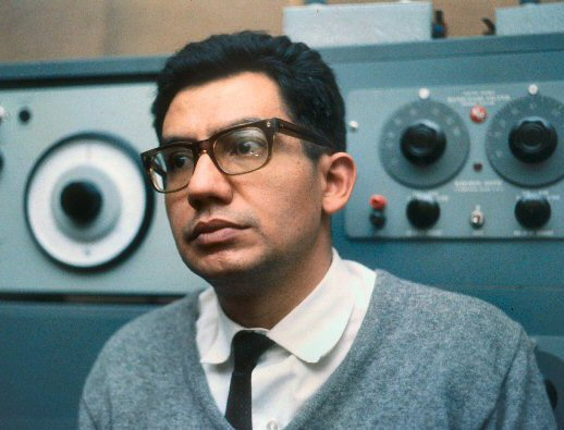 César Bolaños in 1966 at the CLAEM laboratory, Buenos Aires.