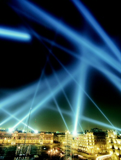 Rafael Lozano-Hemmer, Vectorial Elevation (1999-2002). Courtesy of the artist.